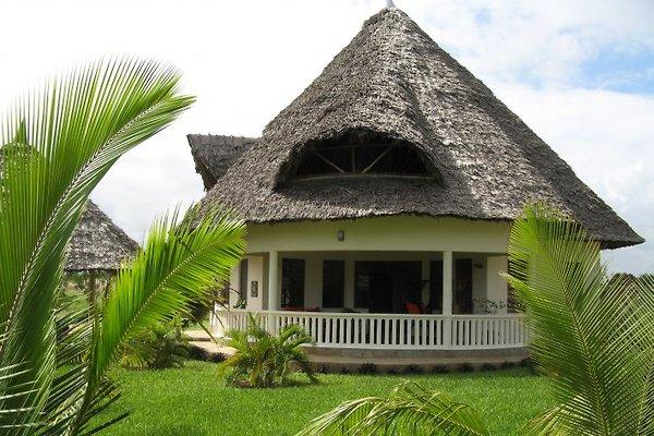 Villa vom Pool betrachtet
