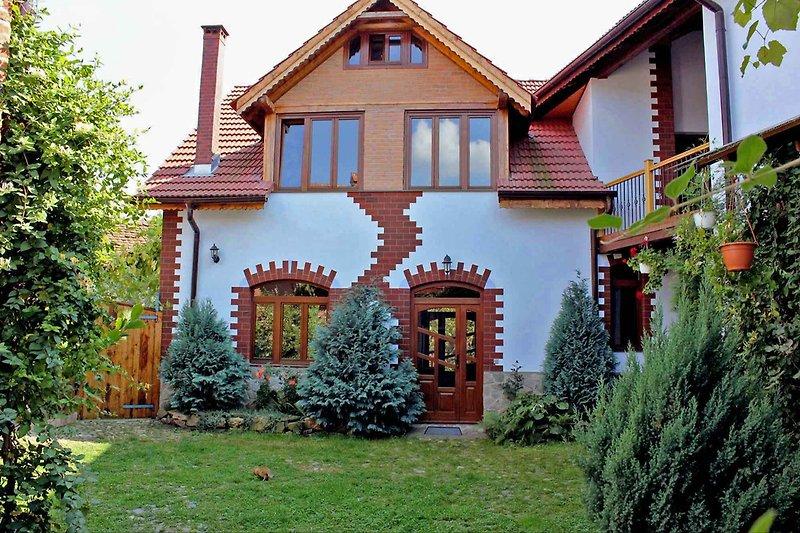 •Villa Crina • Ferienhaus in urigem Karpaten-Dorf bei Sibiu-Hermannstadt,  Transsilvanien-Siebenbürgen, Rumänien