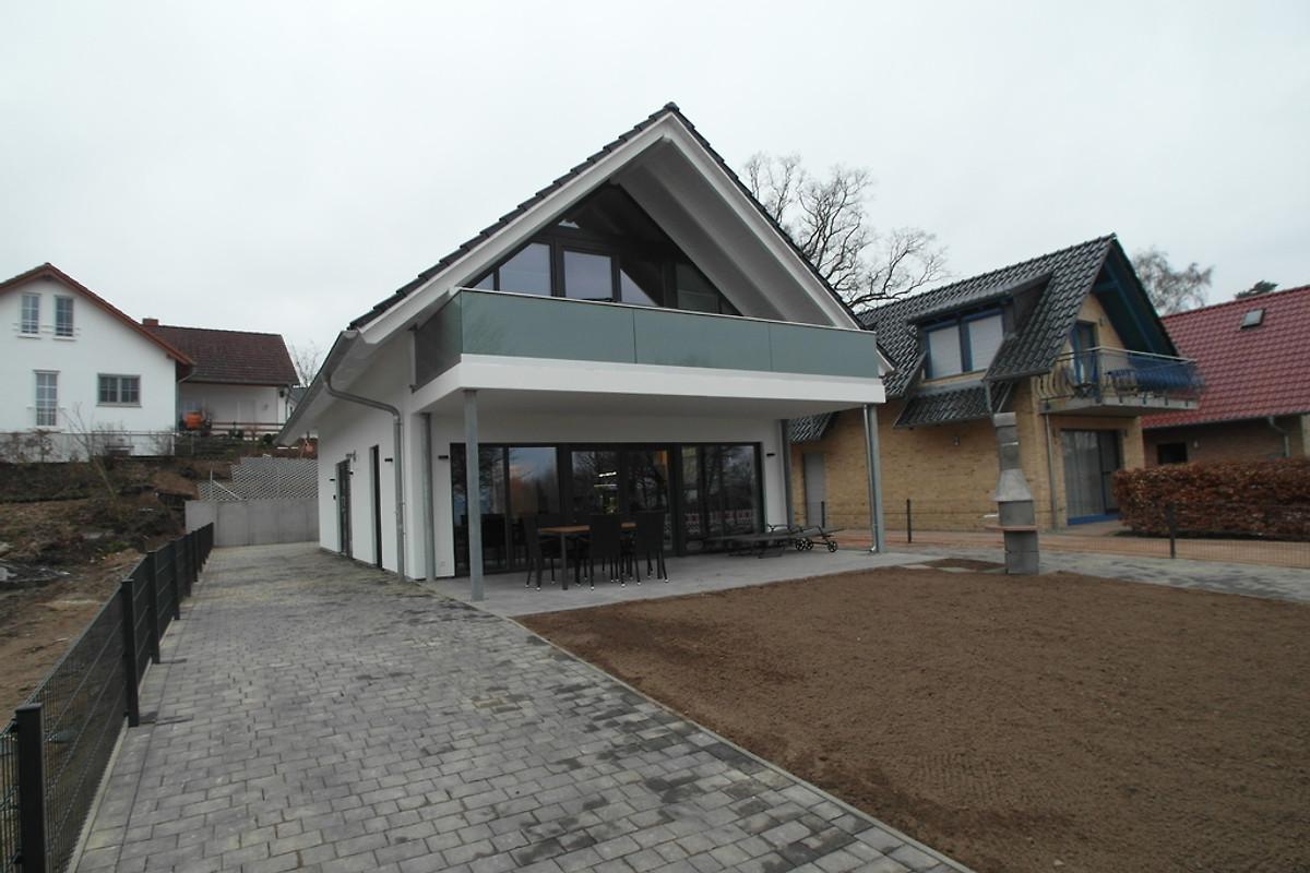 strandhaus am see ferienhaus in g hren lebbin mieten. Black Bedroom Furniture Sets. Home Design Ideas