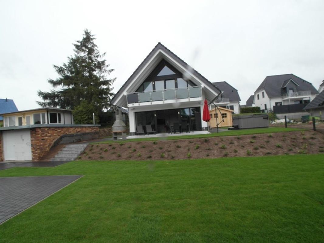 haus am see ferienhaus in g hren lebbin mieten. Black Bedroom Furniture Sets. Home Design Ideas