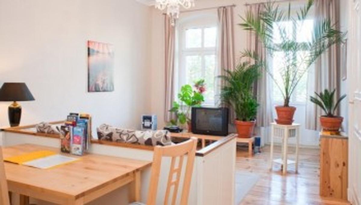 klassische altbauwohnung ferienwohnung in moabit mieten. Black Bedroom Furniture Sets. Home Design Ideas