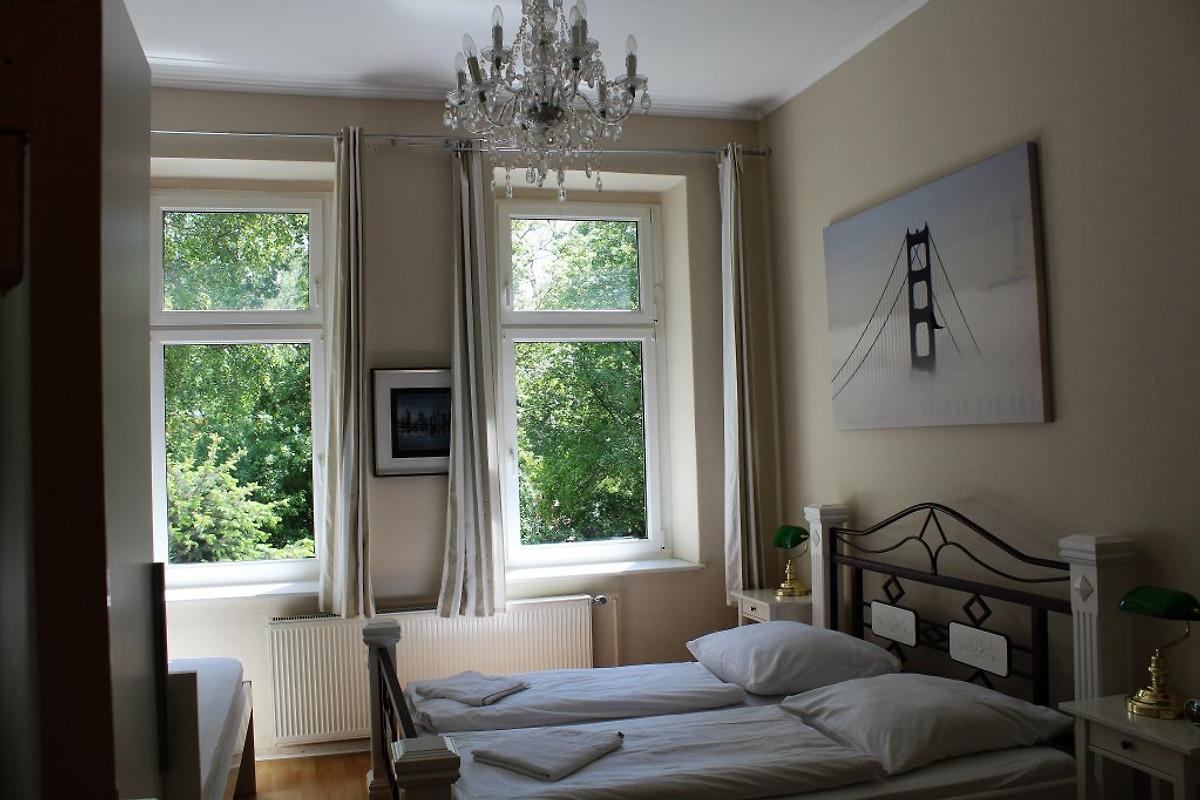 gro g nstig zentral in mitte ferienwohnung in moabit mieten. Black Bedroom Furniture Sets. Home Design Ideas