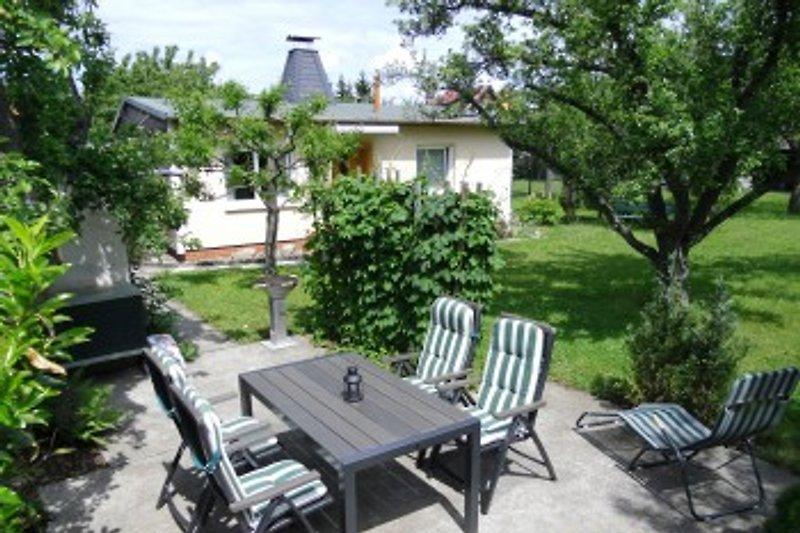 Terrasse mit Blick zum Ferienhaus
