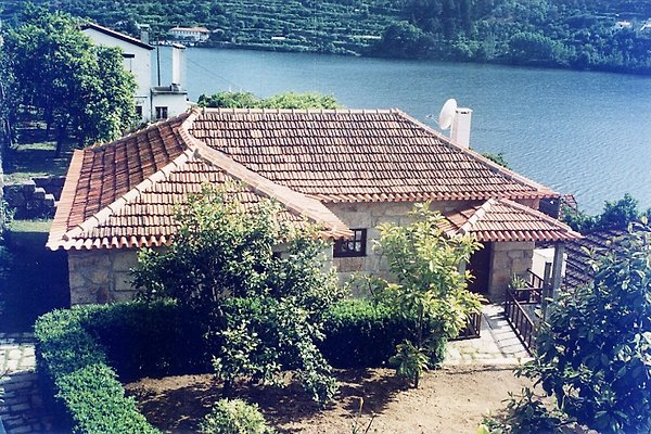 Cottage orange Yard in Porto Manso - Bild 1