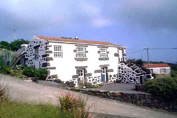 Casa azul en Pico - imágen 1