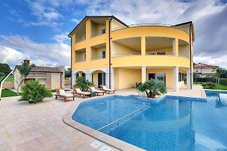 Villa 685