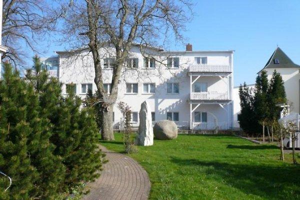 Seitenansicht Villa Käthe mit Sicht auf den Balkon der FEWO 11 rechts oben