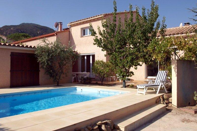 Die Villa in Laroque des Albères, mit einem privaten Swimmingpool, Sonnenterrassen und privatem abgeschlossen Garten