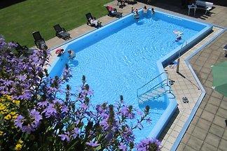 Ferienapartment mit Pool, Seeblick