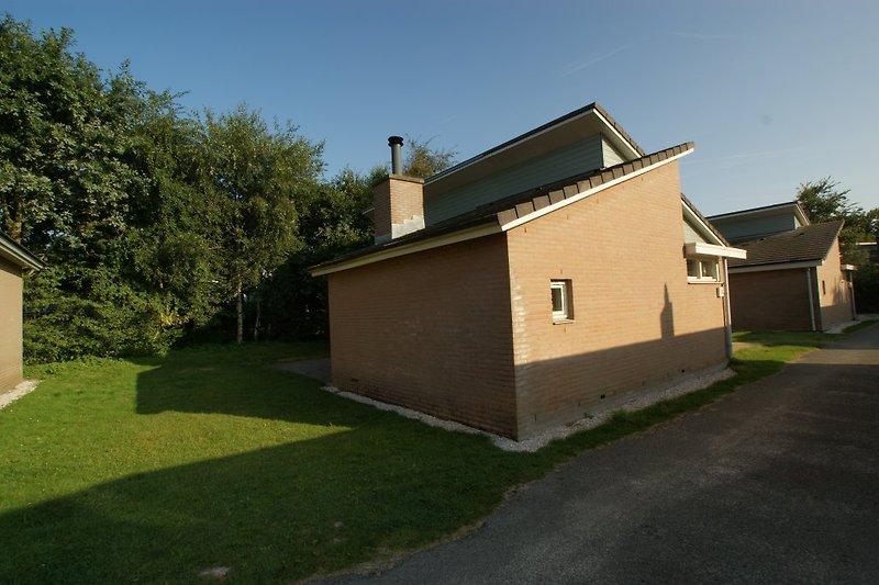 Kijkduinhuis 188: Gartenterrasse im Westen mit tagsüber viel Sonne