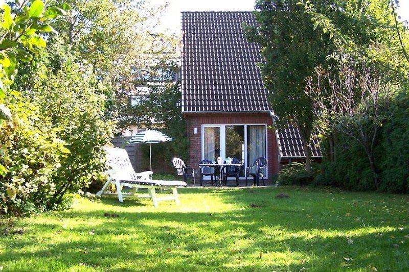 Haus mit eigenem umzäunten Garten