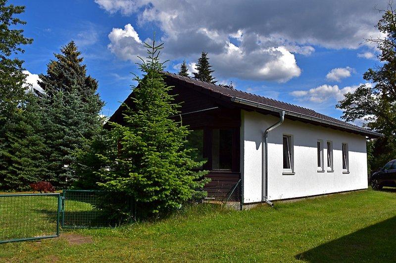 Ferienhaus mit eingezäuntem Grundstück