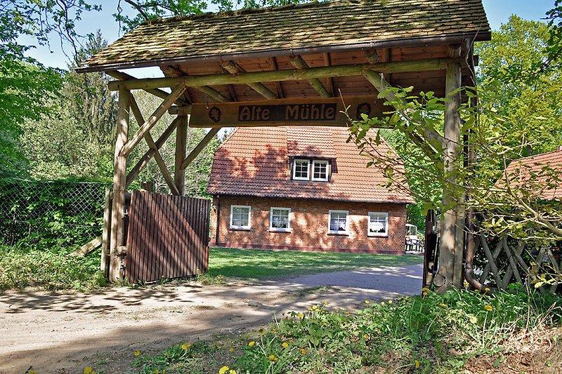 Einfahrt Jagdhaus 'Alte Mühle'