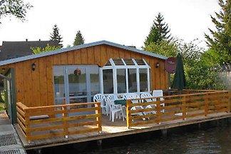 Bootshaus Schwarz mit Boot