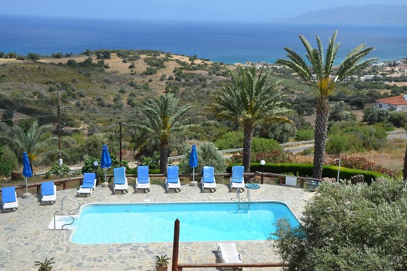Ayia Zoni Apartments: Traumlage oberhalb der Bucht von Polis
