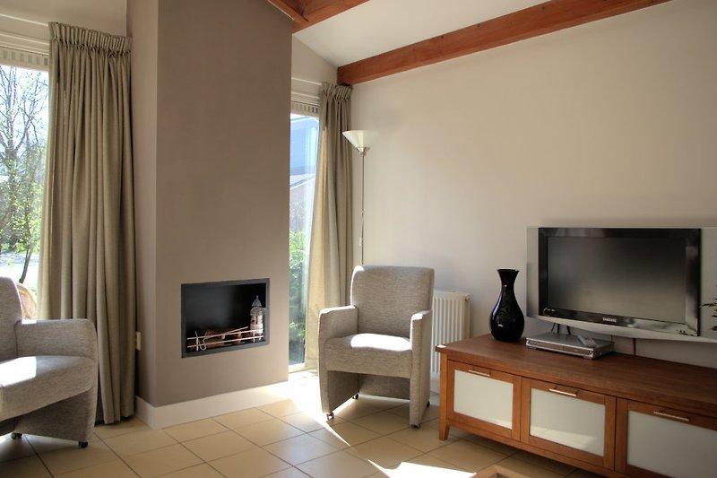 Wohnzimmer mit Kamin (bio ethanol)