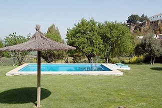 Holiday apartment with shared pool. Sleeps 3/4