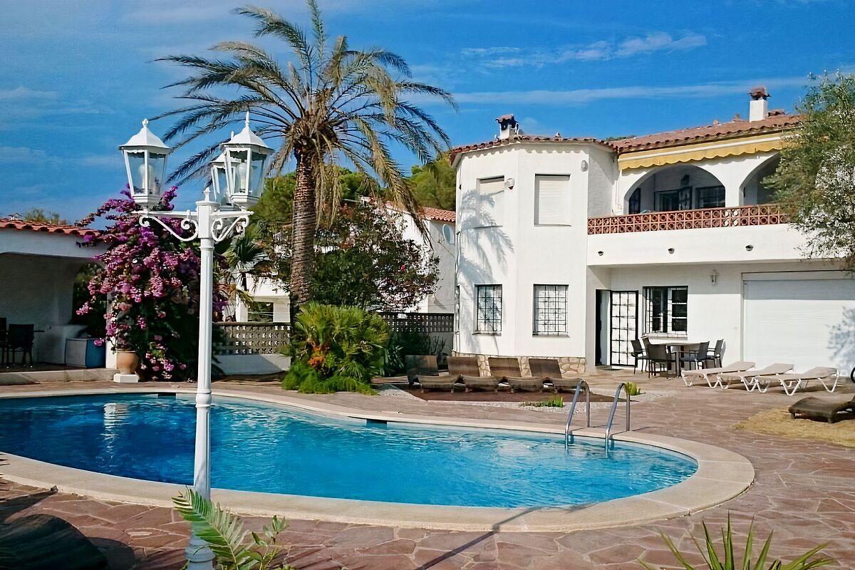 Maison De Vacances Lu0027Escala, Espagne. Maison Avec Piscine ...