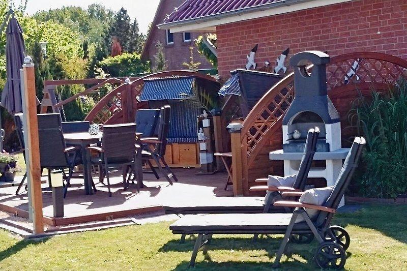 Grosse Holzterrasse nur für unsere Gäste