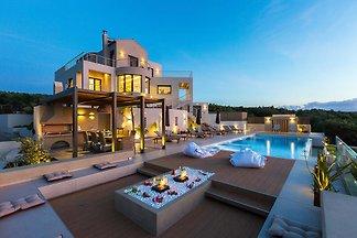 Villa VIP Veggera, Kontomari La Can