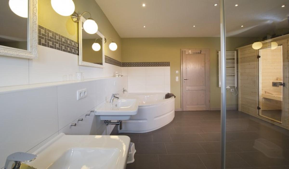 ferienhaus bis 6 pers babybett ferienhaus in sellin. Black Bedroom Furniture Sets. Home Design Ideas