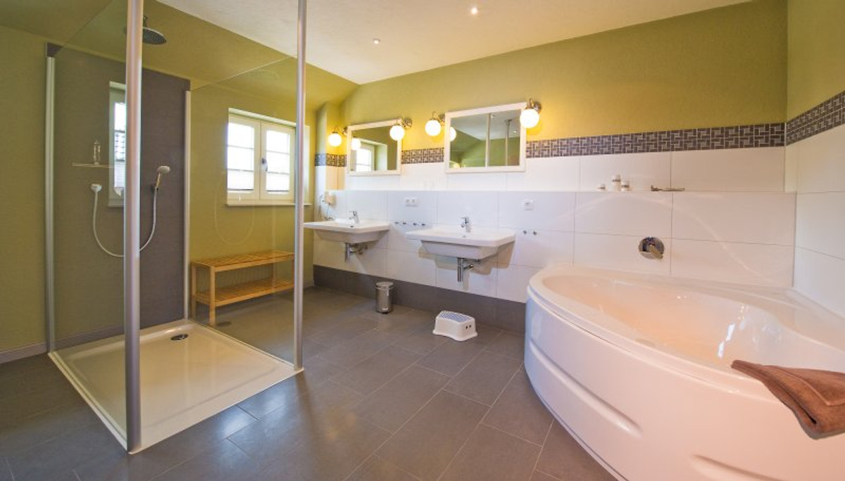 ferienhaus bis 4 pers babybett ferienhaus in sellin. Black Bedroom Furniture Sets. Home Design Ideas