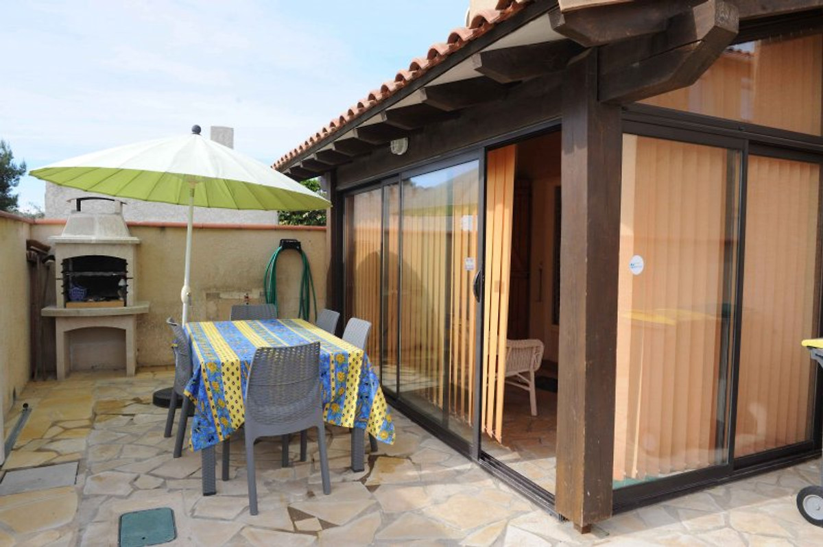 kokette villa am strand meeresblick ferienhaus in sainte marie la mer mieten. Black Bedroom Furniture Sets. Home Design Ideas