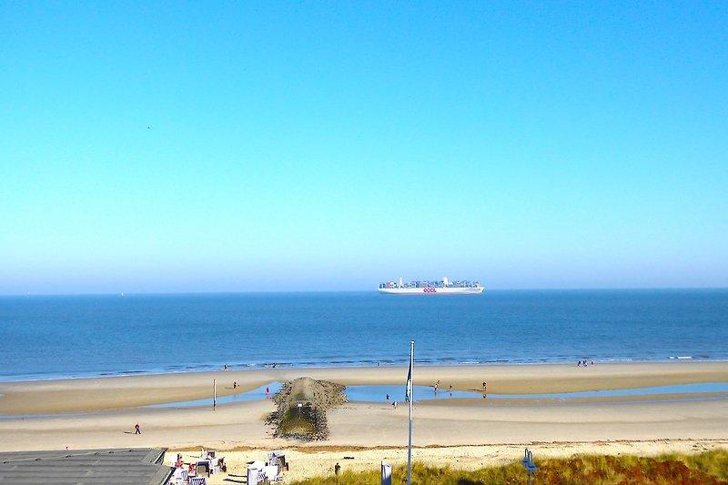 Blick auf Nordsee und Schifffahrtstrasse