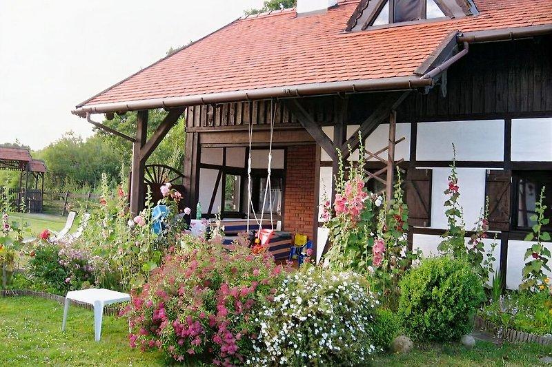 Ferienhaus Maciej in Dabki VIllage mit überdachter Terrasse Mehr:  dabkivillage.com