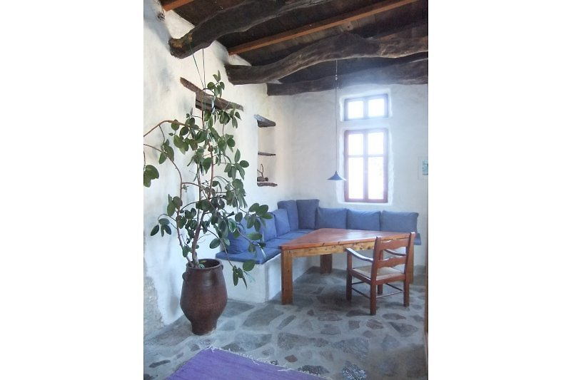 Sitzecke Wohnraum mit Blick auf Plakiasbucht und zum Dorf Sellia