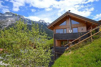 Holzblockhaus im Skigebiet