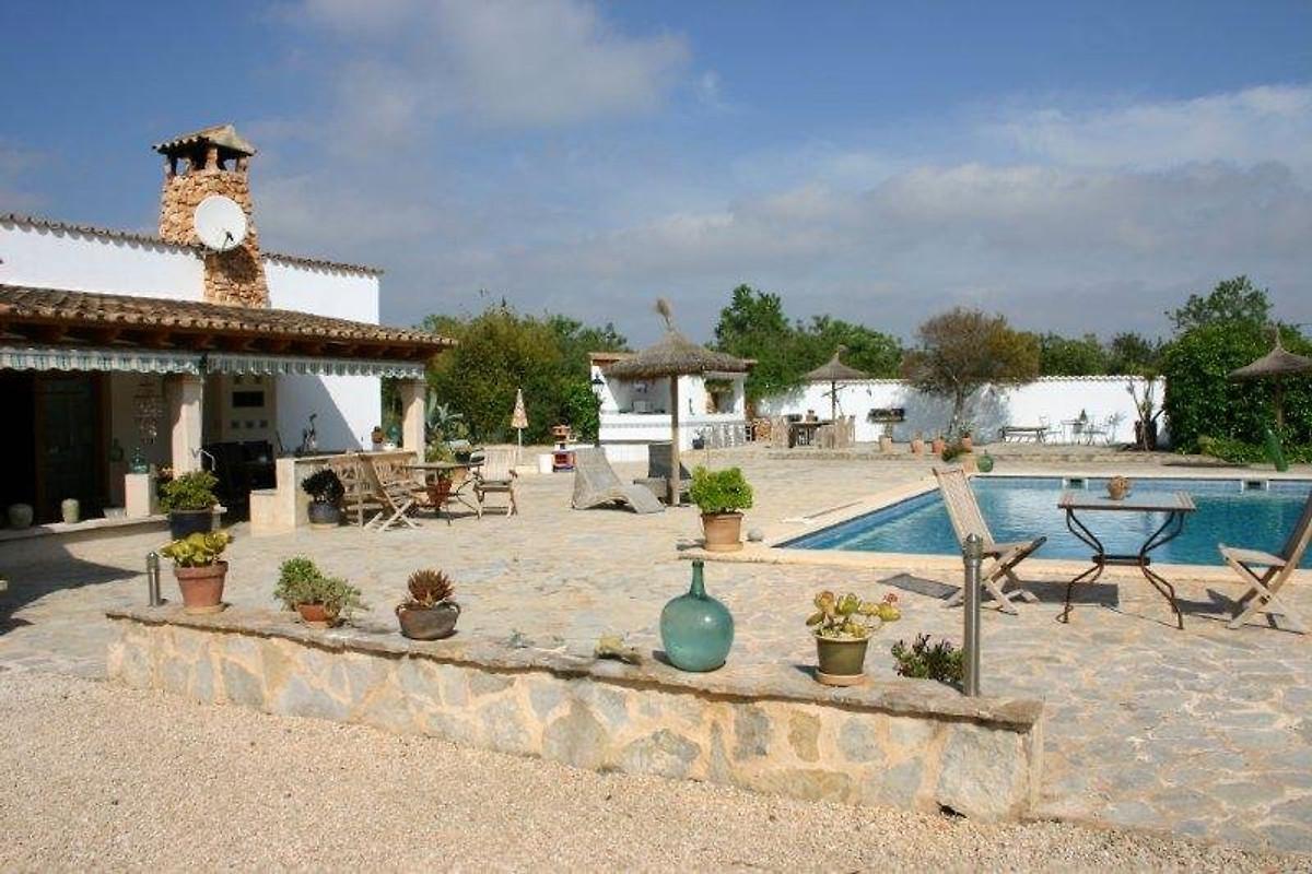 Finca mit pool und tennisplatz ferienhaus in llucmajor for Finca mit pool