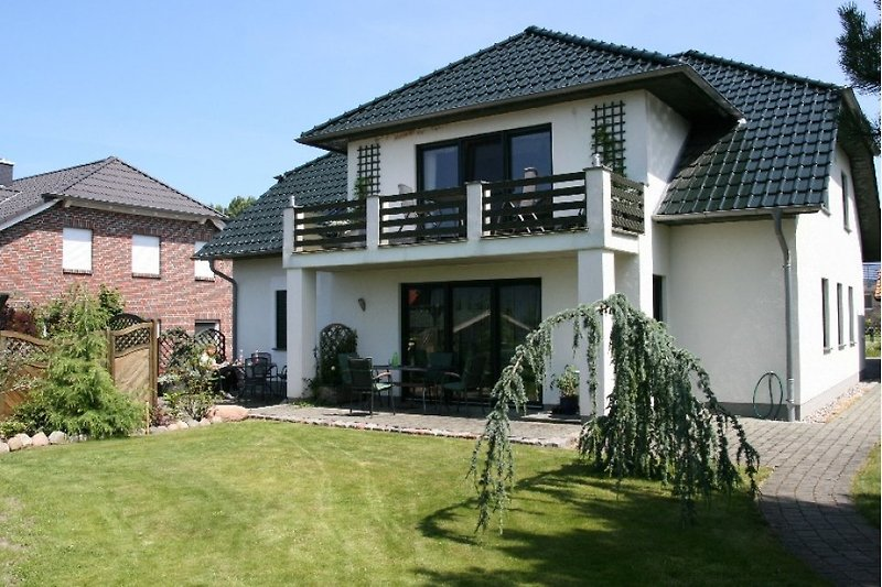 mit Terrasse und Garten