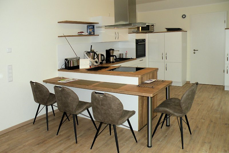 Neue Küche mit Essplatz
