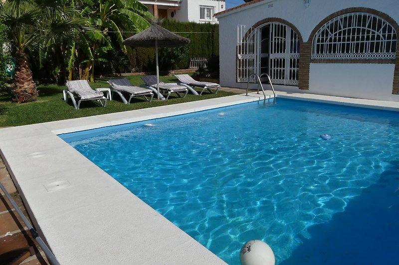 wunderschöner großer Pool
