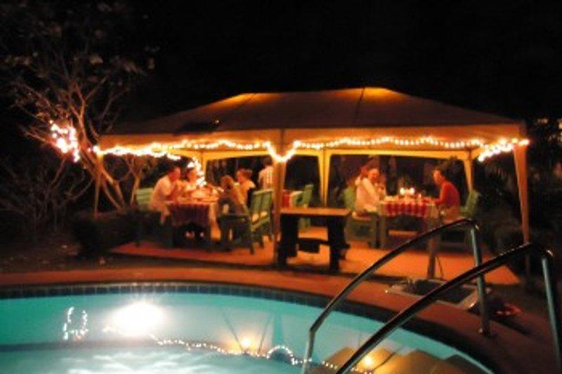 Dinner am Swimmingpool