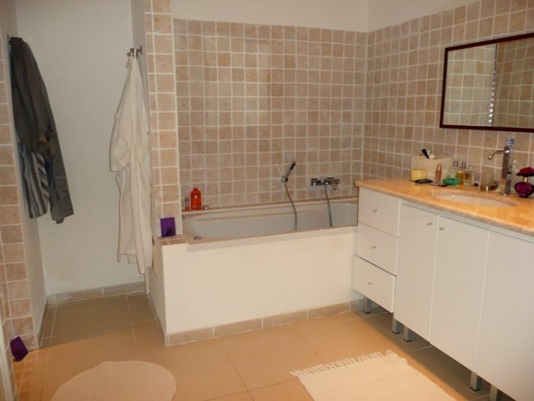 Villa in grimaud gri 8326 vakantiehuis in grimaud huren - Ouderlijke suite met badkamer en kleedkamer ...