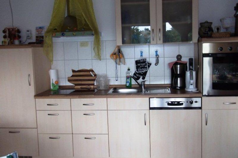Küchenzelle mit Geschirrspüler