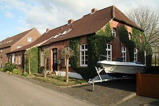 Apartment (4 star) near Emden, waterfront, sauna