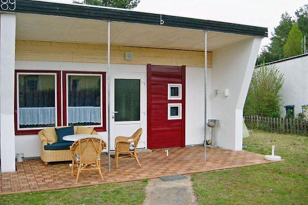 bungalow mit boot und steg ferienhaus in wustrow mieten. Black Bedroom Furniture Sets. Home Design Ideas