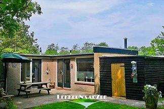 Schöne Bungalow für 4 Personen geeignet, komplett ausgestattet und mit Kamin, Wlan und Kabel Fernseher.  Große private Garten und Haustiere sind willkommen.