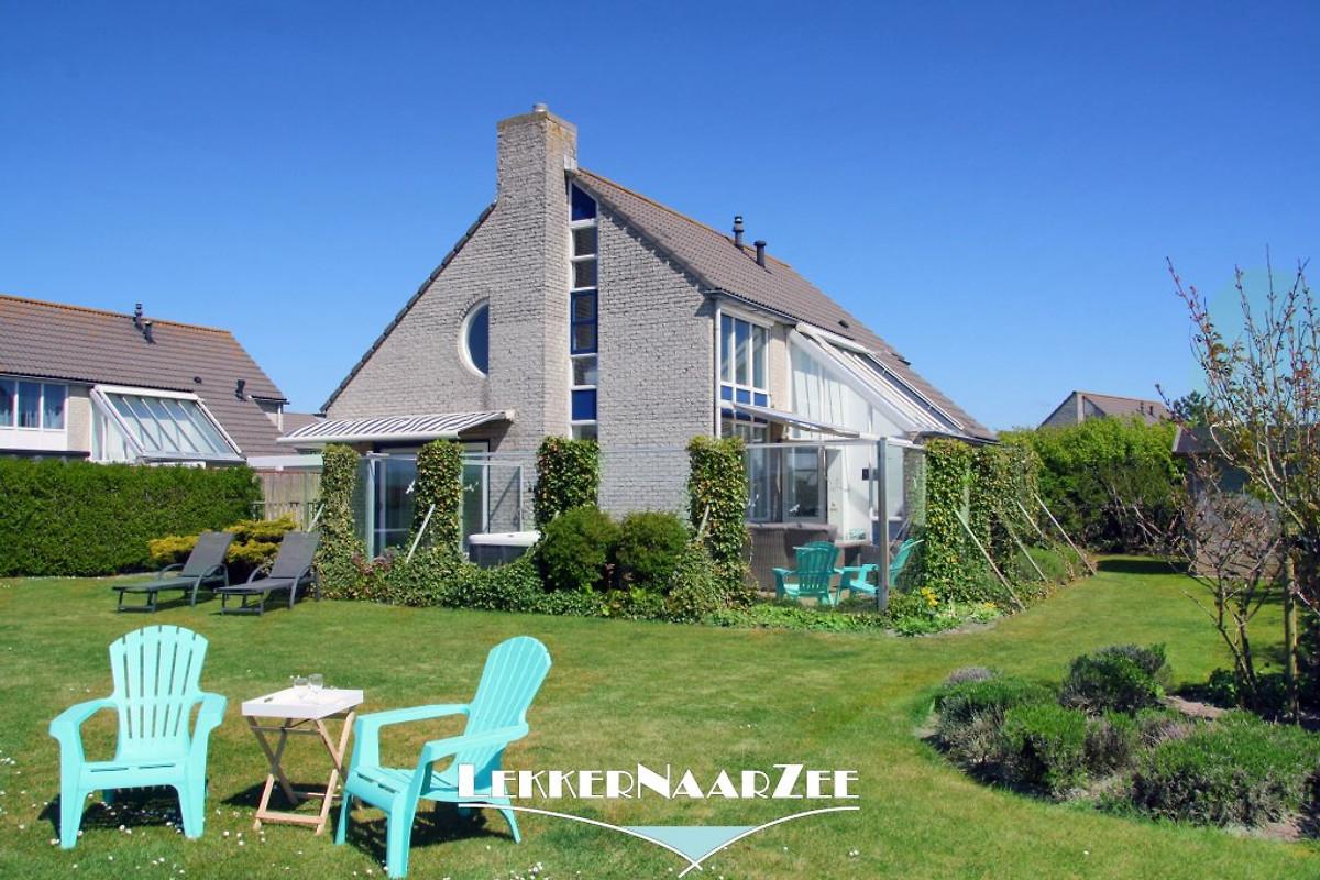 Grote luxe xl villa oog op duin in julianadorp aan zee for Grote villa