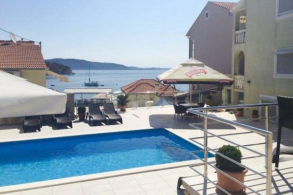 Apartamento con piscina cerca del mar iz apartamento en for Apartamentos en torre del mar con piscina