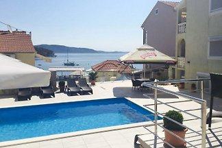 Ferienwohnung Terrasse Pool Mali Iz