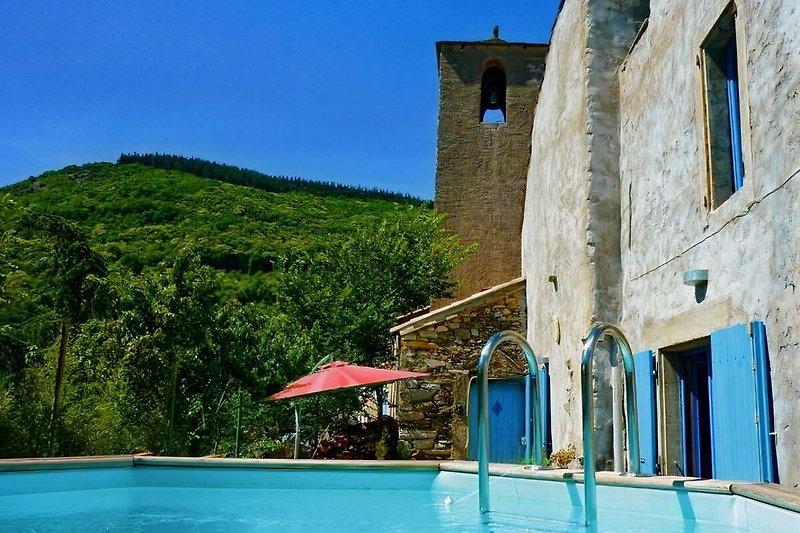 Grandil Pool, Garten