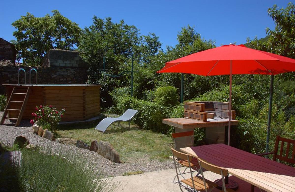 ferienhaus grandil garten und pool ferienhaus in. Black Bedroom Furniture Sets. Home Design Ideas