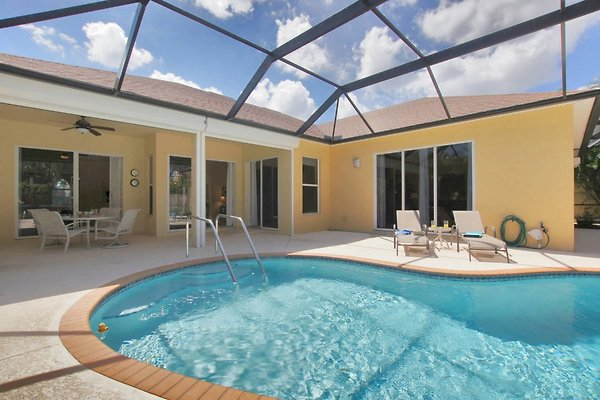 Villa Harmony in Fort Myers - picture 1