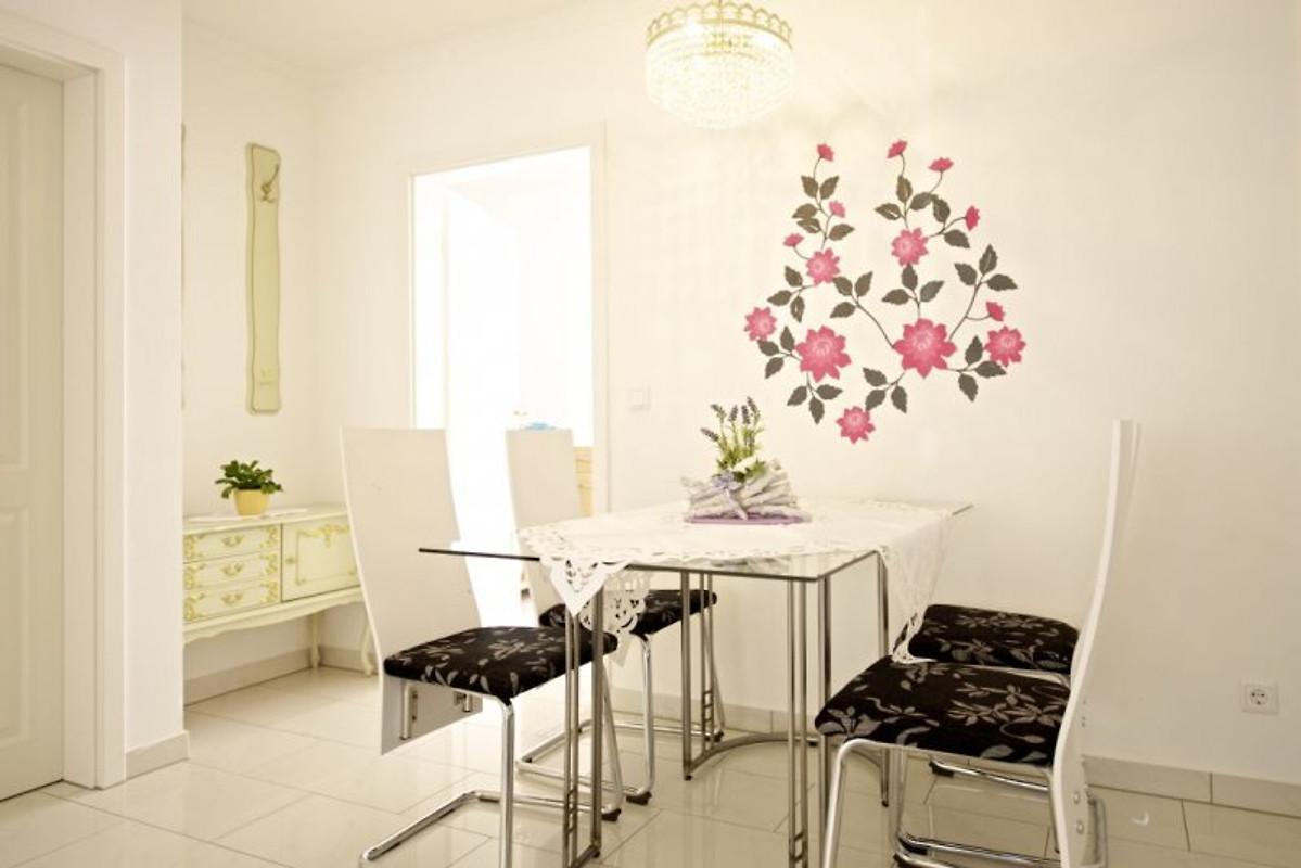 ferienwohnung luxus appartme ferienwohnung in bonn mieten. Black Bedroom Furniture Sets. Home Design Ideas