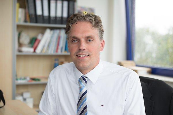 Herr S. Becker