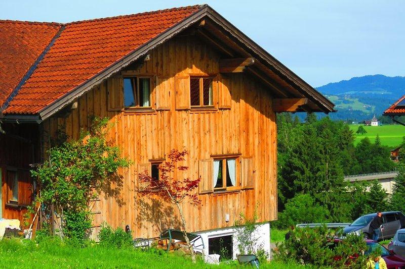 Die Ferienwohnung liegt zwischen Lingenau und Grossdorf